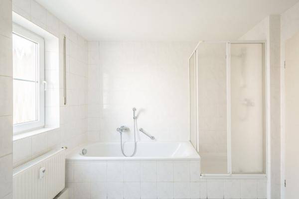 Wanne und Dusche